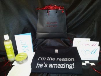 It's simple. I love you (Gift Package) with I'm the reason he's amazing t-shirt